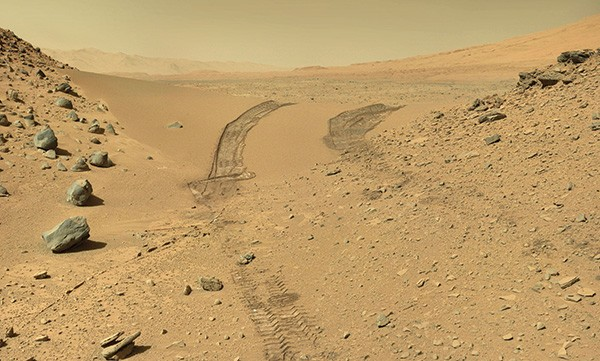 Curiosity Rover makes its way through the Dingo Pass on Mars. - NASA/CURIOSITY ROVER TEAM