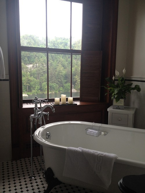 mohonk_bathtubstandardroom.jpg