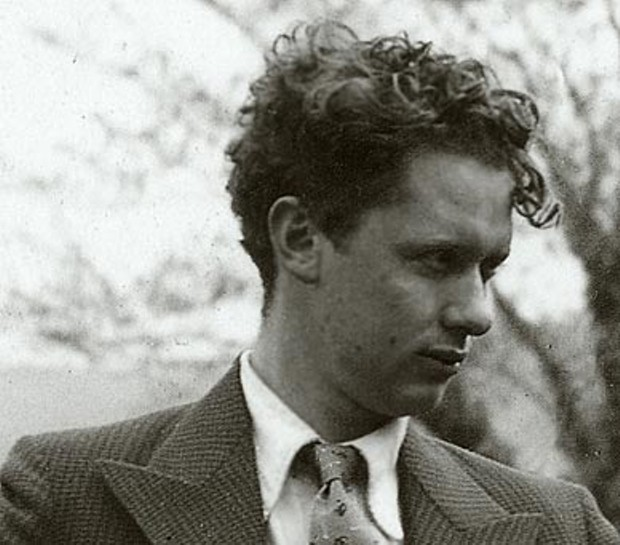 dylan thomas and a e housman s The work of dylan thomas has occasioned much critical commentary, although critics share no consensus on how bright his star shines in the galaxy of modern poetry in fact, it is a curious phenomenon that so many critics seem obsessed with deciding once and for all whether thomas's poems belong side by side with those of t s eliot and w h auden, or whether they are—in the words of a.