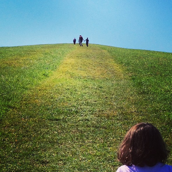 Families hike up Burger Hill in Rhinebeck - HILLARY HARVEY