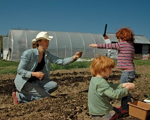 LINDA-BROOK GUENTHER WITH HER CHILDREN EMILY AND OLIN, TRANSPLANTING ONIONS.