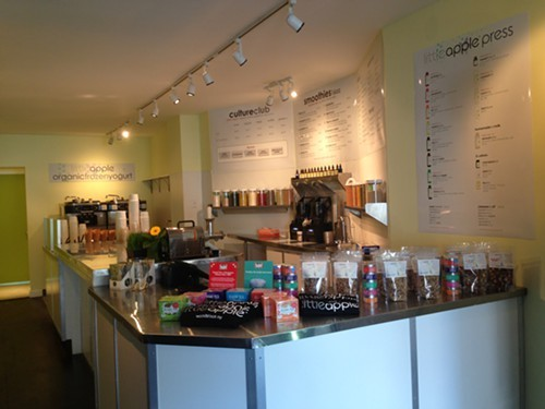 Little Apple offers organic frozen yogurt, juices & smoothies