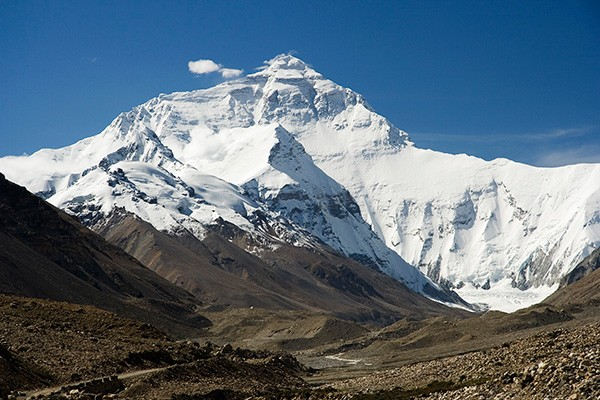 Mount Everest North Face as seen from the path to the base camp, Tibet. - LUCA GALUZZI