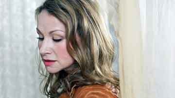 nightlife_joan_osborne01.jpg