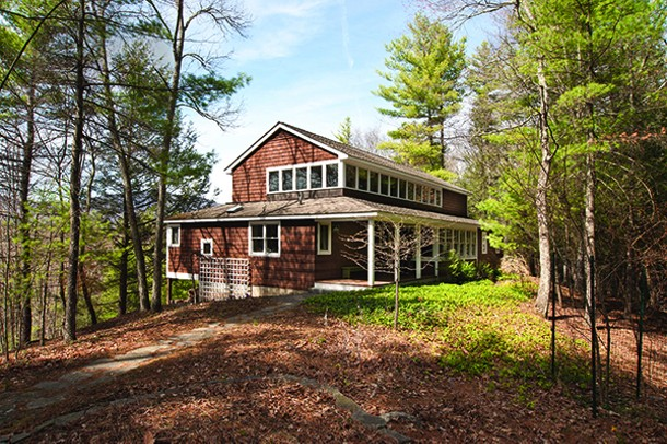 Steven Keith and Roscoe Betsill designed their 2,000-square-foot weekend home to - appear as if it rises from the surrounding woods.
