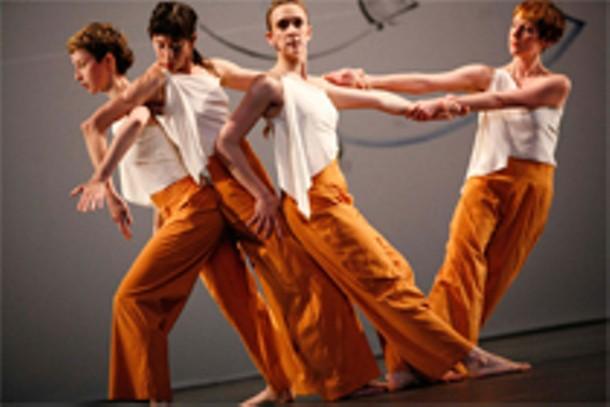 Trisha Brown Dance Company performing L'Amour au théâtre.  Photo by Julieta Cervantes.