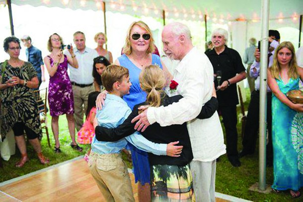 The first dance with the grandchildren - DION OGUST