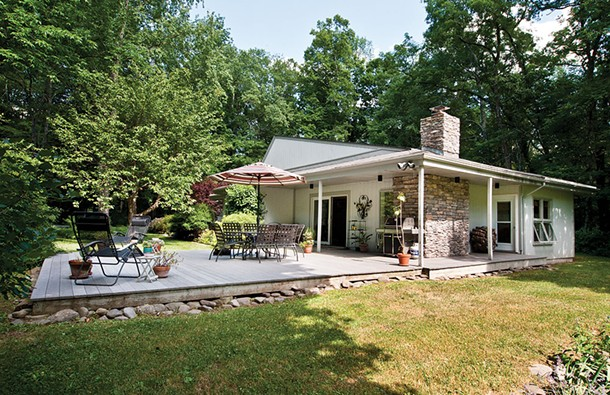 """Abbe Aronson's midcentury modern house in the Riverby section of Woodstock. """"We love our house all year, but it's especially great in the summer when we can be so indoor/outdoor,"""" she says. - DEBORAH DEGRAFFENRIED"""