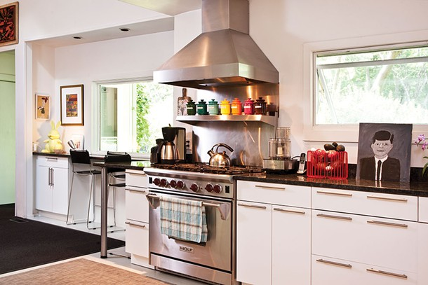 """Aronson (who at one time would use her oven as shoe storage) has grown into an accomplished chef and regularly hosts dinner parties. """"I love to cook and I love to entertain."""" - DEBORAH DEGRAFFENRIED"""