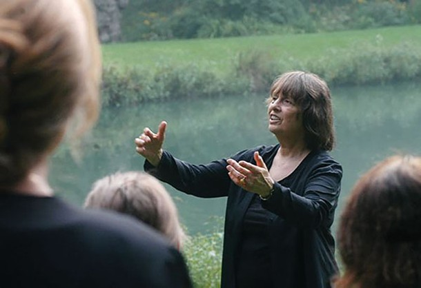 Barbara Pickhardt conducting