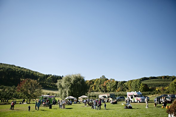 The Mid-Hudson Marketplace Fall Festival at Nostrano Vineyards - SURPRISE PHOTOGRAPHY