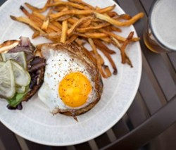 woodnotes_grill_emerson_burger-duck-egg-400x340.jpg