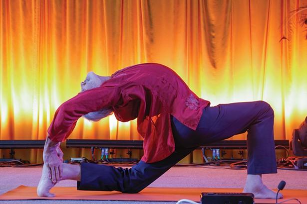 guide_clear-lotus-photo-50_sri-dharma-mittra-teaches-advance.jpg