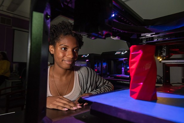 makerbot_and_girl_student.jpg