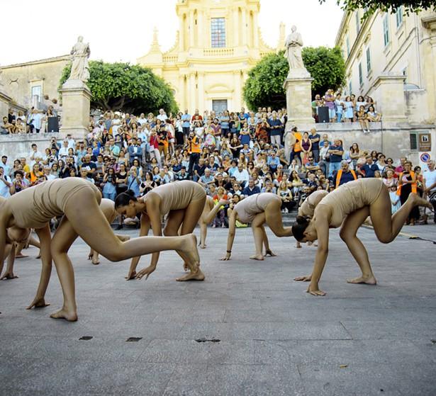 Marinella Senatore, Modica Street Musical, The Present, the Past and the Possible - Performance curated by Matteo Lucchetti, June 8, 2016. - PHOTO BY ANDREA SAMONÀ, COURTESY THE ARTIST AND LAVERONICA ARTE CONTEMPORANEA