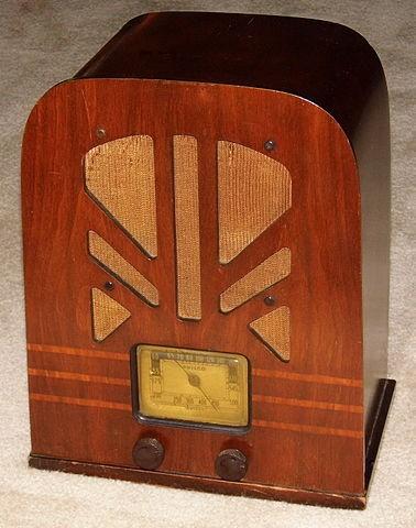 vintage_philco_wood_tombstone_radio_model_38-93_5_tubes_m.jpg