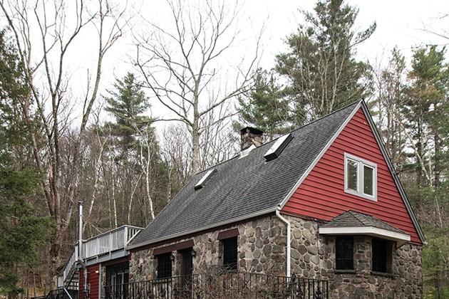 WNYC Radio Host Alison Stewart Finds Inspiration in Her Woodstock Cabin
