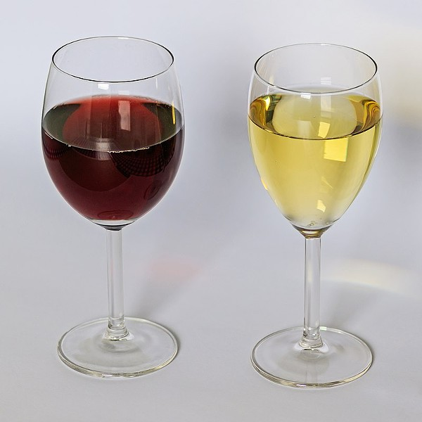 800px-red_and_white_wine_12-2015.jpg