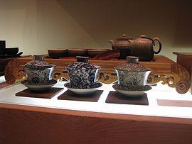 270px-chinese_tea_set_and_three_gaiwan.jpg