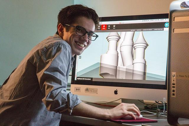 studentatcomputer_3.jpg
