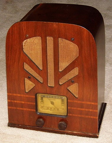 vintage_philco_wood_tombstone_radio_model_38-93_5_tubes_m.jpg