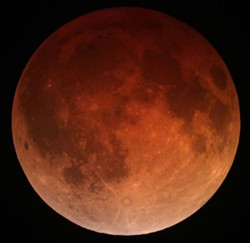 b7aae781_lunar_eclipse_april_15_2014_california_alfredo_garcia_jr1.jpg