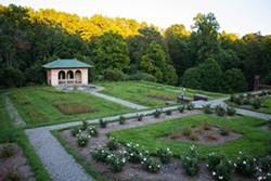 647fbe45_vanderbilt_gardens_different_view_of_rose_garden_august_2013.jpg