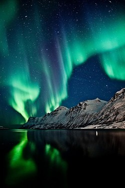 d3d70be7_auroa-borealis.jpg