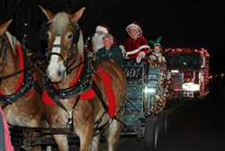 c3d341c9_santa_arrives_by_horsedrawn_wagon_rhinebck_chamber_nov_18_2017.jpg