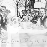 15 Vintage Cleveland Beach Photos Beach picnic, 1920.