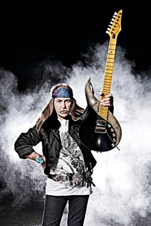 udr_ulijonroth-photo1-620x930.jpg
