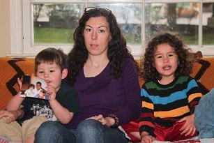 Elizabeth and her two sons in 2014. - EMANUEL WALLACE / SCENE