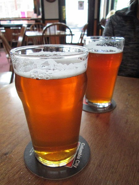 450px-Micro_brew_beer_at_Columbia_City_Alehouse.JPG