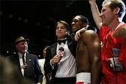 Makin' like Daddy: Josh Hartnett gives ringside congrats to Jesse Lipscombe.