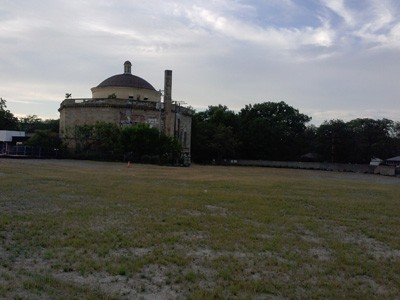 The corner of West 117th and Clifton is now a grassy lot, save for the vacant Fifth Church of Christ Scientist located along Lake Avenue to the north.