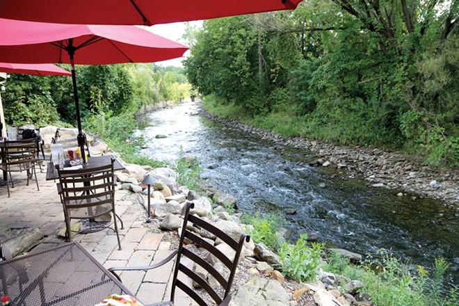 A Splendid Setting, and Good Food Too, at Tinkers Creek Tavern
