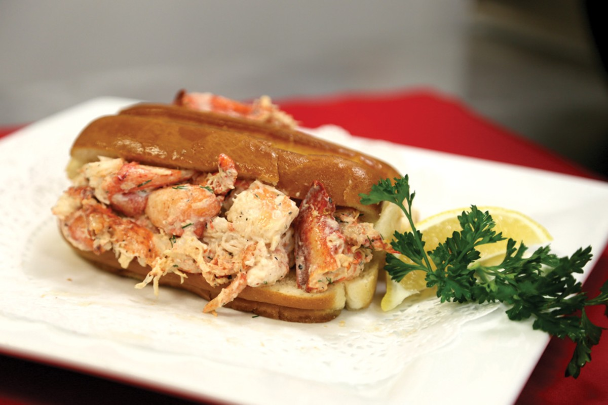 eat1_lobsterroll_enp-3445.jpg