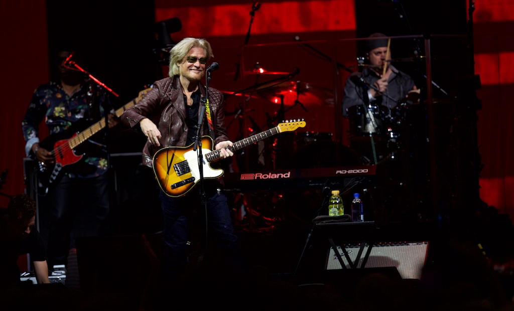 Train and hall oates team up for energetic show at the q scene scott sandberg m4hsunfo
