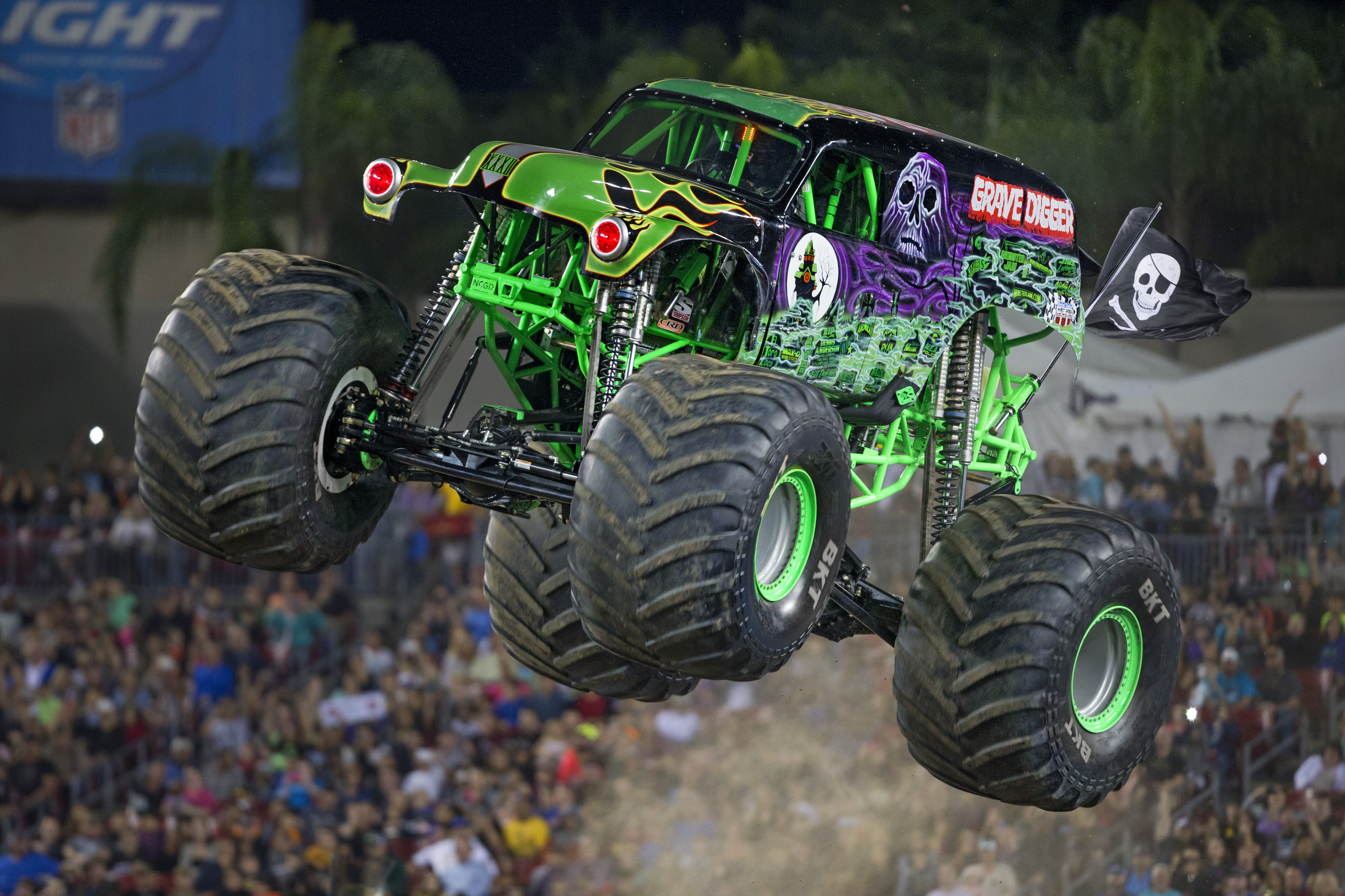 Monster Jam Cleveland features gravedigger, maximum destruction, monster mutt, captain's curse and blue thunder, a variety of tricks, hitting obstacles most of the track including cars, buses, caravans and mounds, factor spectacular acrobatics etc.