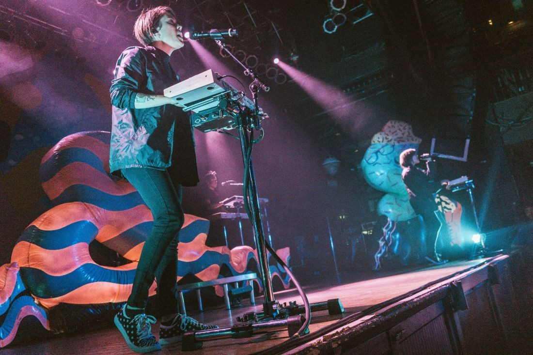 An 80s Throwback Theme Dominated The Tegan And Sara Concert At