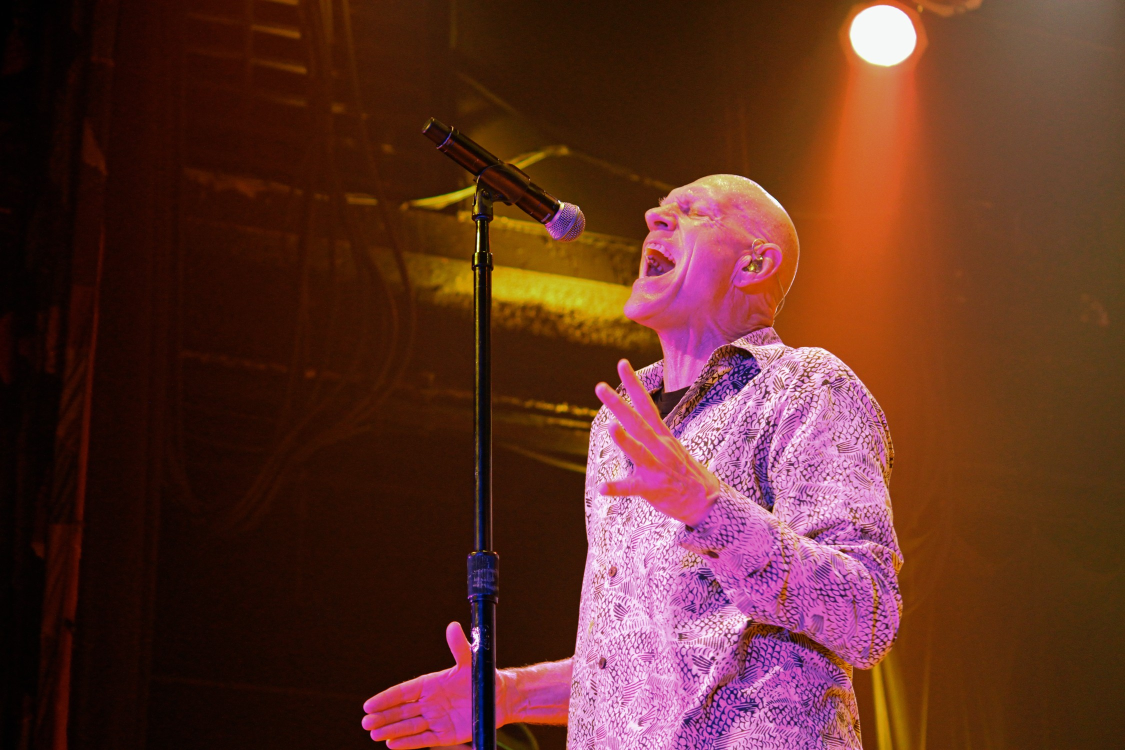 Reunited Midnight Oil Delivers Anti Trump Message During Ener ic