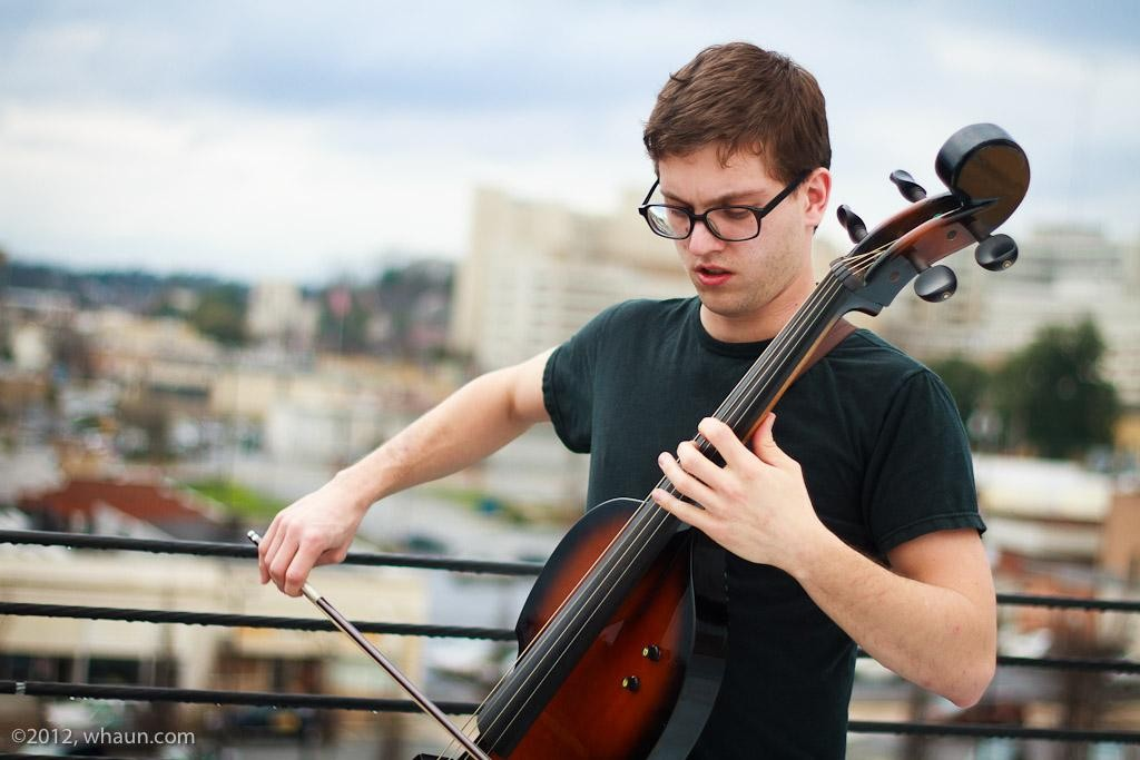 01-christopher-bell-cello-acoustic-alley-0520-whaun.jpg