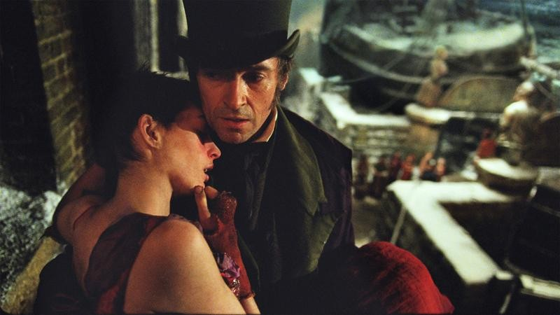 anne-hathaway-leans-on-hugh-jackman-in-les-miserables.jpg