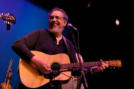 David Bromberg, who owns his own violin shop, fittingly performs at Randy's Pickin' Parlor this weekend.