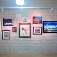 Tybee Cottage Art Gallery paints  the town  blue