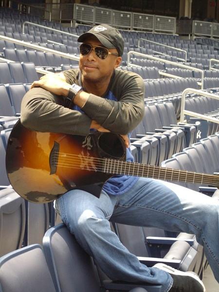 bernie-z_bw_w_guitar_at_st.jpg