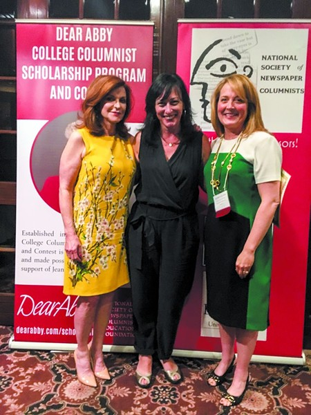Yours truly (center) trying hard to keep my cool with New York Times columnist Maureen Dowd (l.) and NSNC president Lisa Smith Molinari.