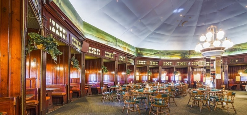 The interior of Johnny Harris Restaurant on Victory Drive.