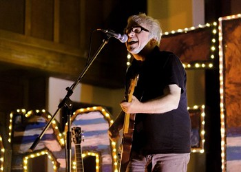 Wreckless Eric goes the whole wide world