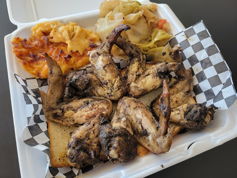 Jerk wings with cabbage and macaroni and cheese - EMAYNE
